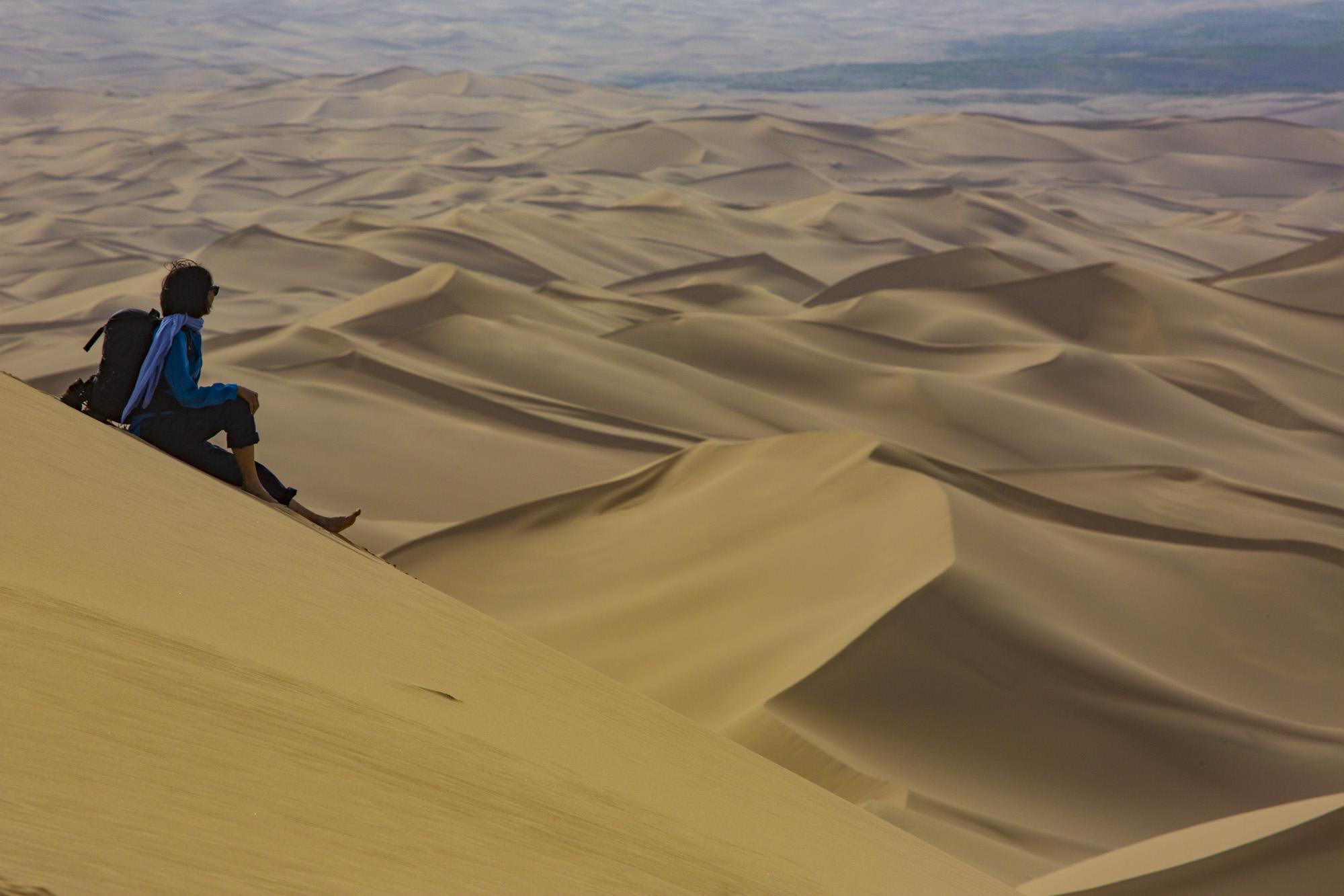 Byambaa auf Sanddünen von Khongoryn Els